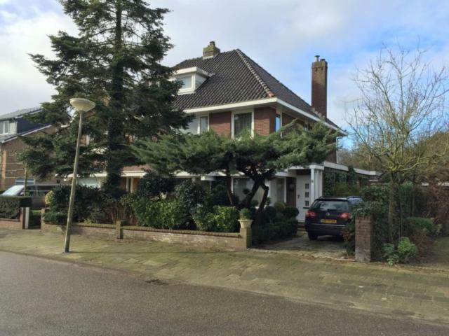 Te renoveren 2-onder-1-kapwoning in Velsen-Zuid