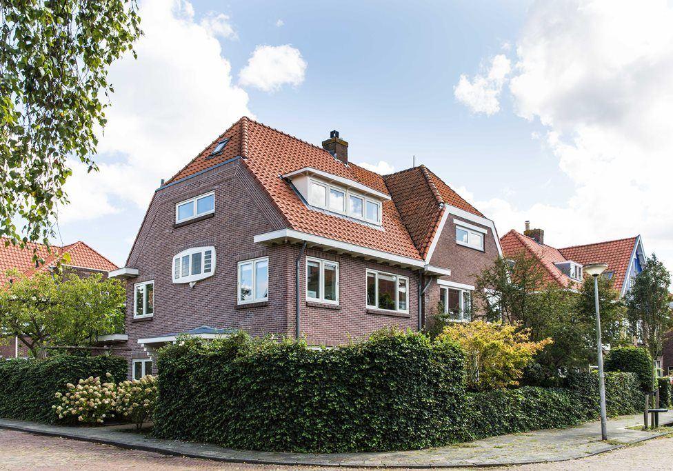 Prachtige hoekwoning nabij de Jan van Goyenstraat in Heemstede aankoopmakelaar zuigermakelaars